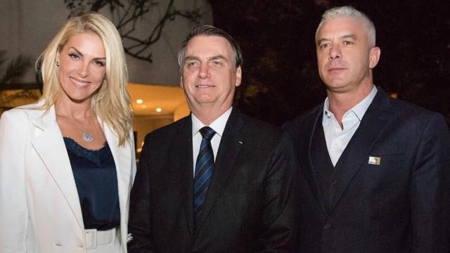 """Ana Hickmann é detonada por foto com Bolsonaro: """"Verdadeira Barbie Facista"""""""