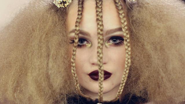 Coupez court au classicisme: inspirez-vous des coiffures les plus invraisemblables