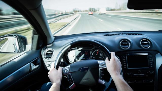 Racerbil-teknikker som vil gjøre deg til en bedre sjåfør