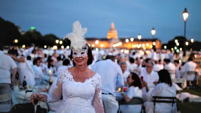 Dîner en Blanc: the world-renowned secret in white
