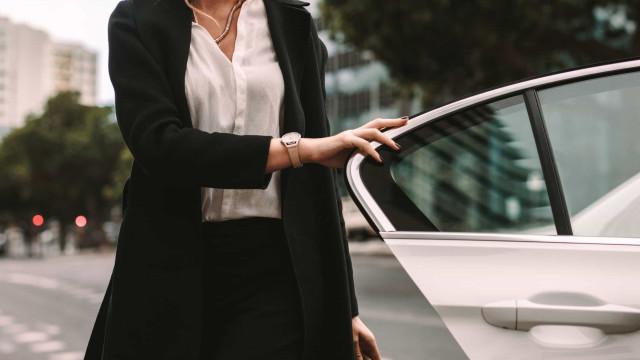 Hoogleraar: iedereen kan kind in hete auto vergeten
