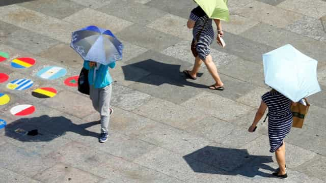 Europe bakes in new heatwave
