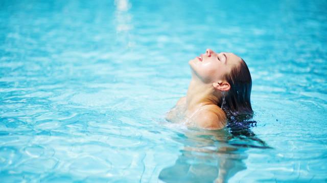 Zo voorkom je droog zwemmershaar