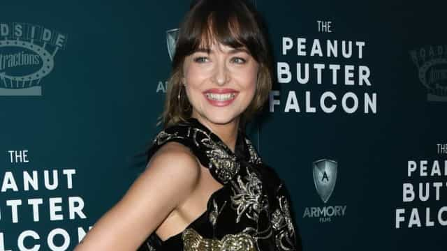 La nuova dentatura di Dakota Johnson genera delusione tra i fan