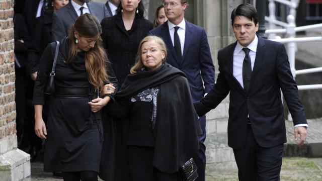 Begrafenissen binnen in de koninklijke familie