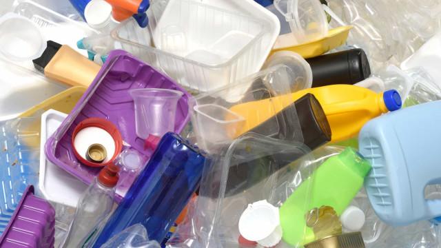 Simples formas para reduzir o consumo de plástico