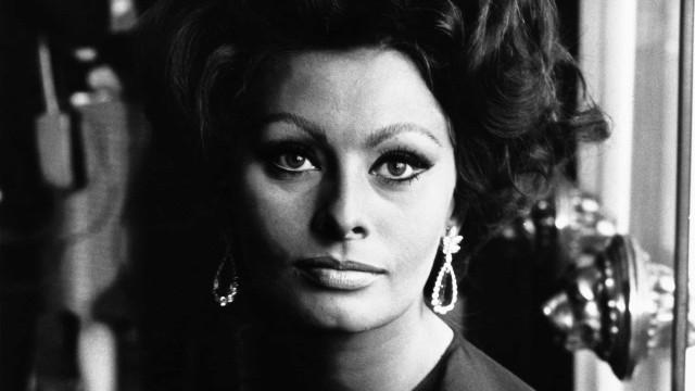 Sophia Loren: Vi hyllar skönheten och talangen hos den italienska legendaren