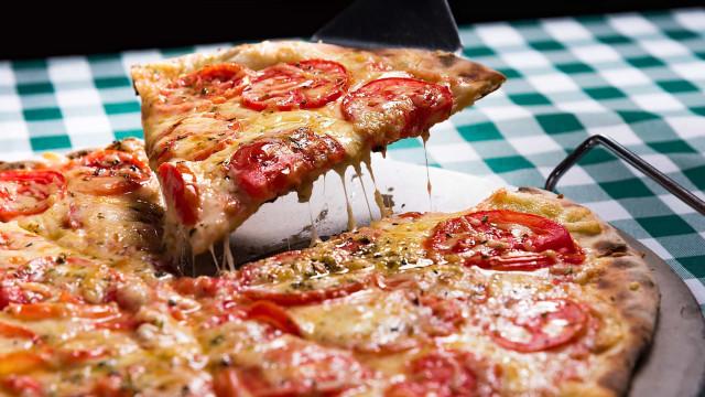 Zo maak je van je eigen oven een pizzaoven