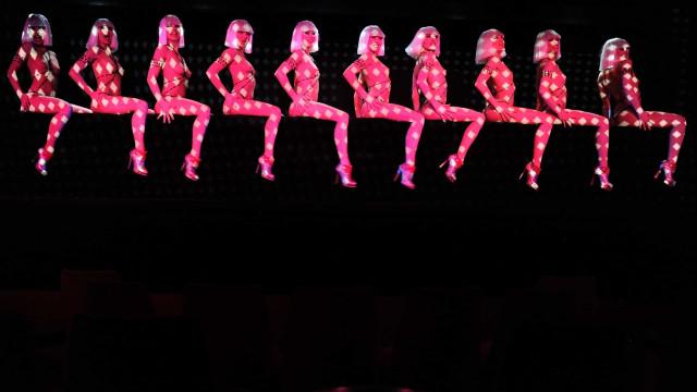 Entrez dans le monde fascinant des cabarets parisiens