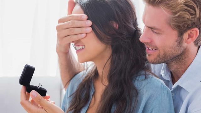 Man doet dertig 'aanzoeken' aan zijn vriendin