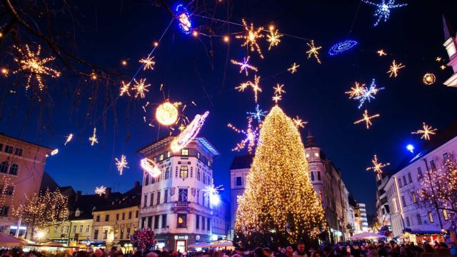 Fantastiska julgranar på offentliga platser