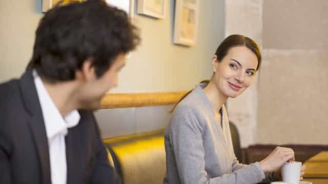 Flirt: come usare il linguaggio del corpo
