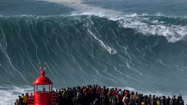 Nazaré: the biggest waves in the world
