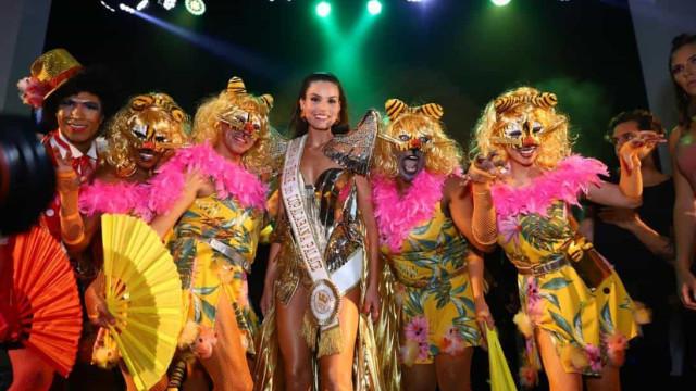 Carnaval chique! Famosos deslumbram no baile do Copacabana Palace