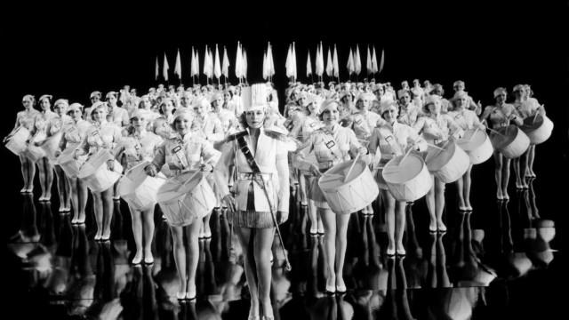 Busby Berkeleys kalejdoskopiska koreografi