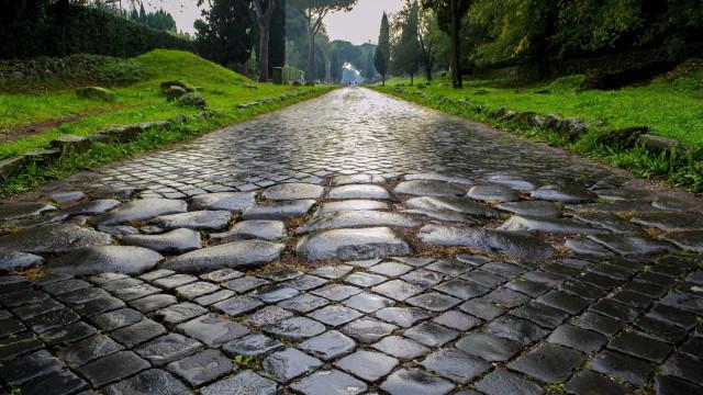 Sur le chemin des anciennes voies romaines