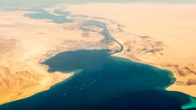 Hur byggde de Suezkanalen?