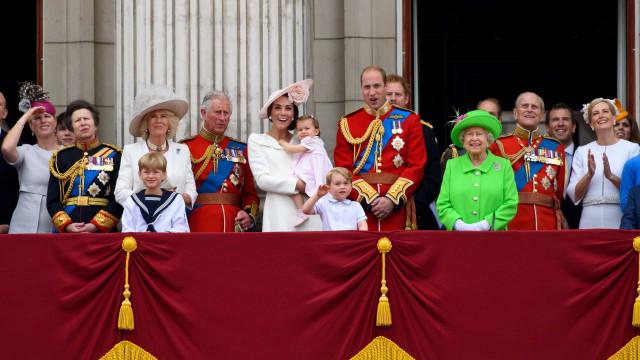 영국 왕실을 둘러싼 기상천외한 음모론들