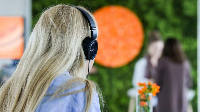 I danni reali provocati da cuffie e auricolari all'udito