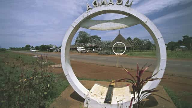 Journey to the center of the Earth: life on the equator