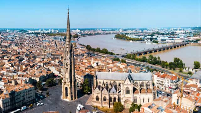 Take a breeze through Bordeaux