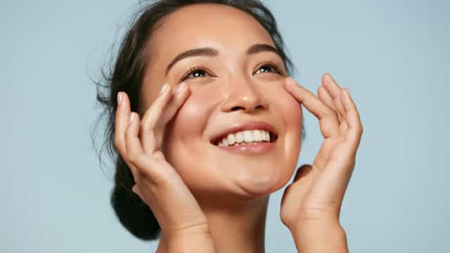 Techniques to make your skin glow naturally