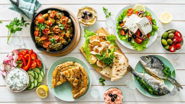 Griechisch-inspirierte Rezepte für sommerliches Mahlzeiten