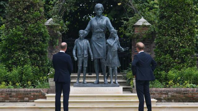 Princesa Diana e mais famosos homenageados com estátuas
