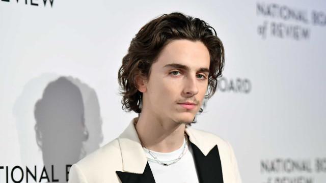 Homens famosos que ficam ainda mais atraentes com cabelos compridos