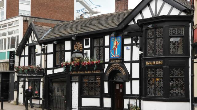 Insup den exceptionella miljön på dessa historiska pubar