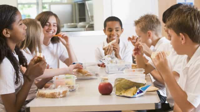 Packed lunch ideas to boost kids' energy at school