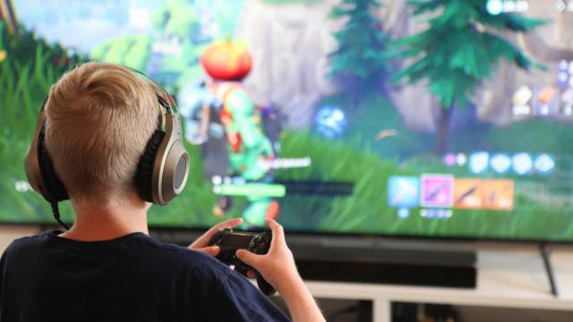 Conselhos de especialistas para arrancar as crianças dos ecrãs