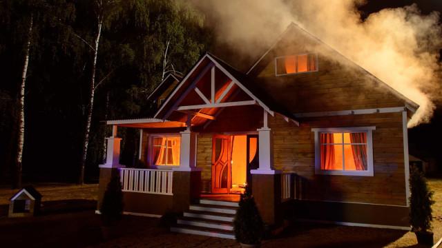 Wie man einen Hausbrand vermeidet und diesen überlebt