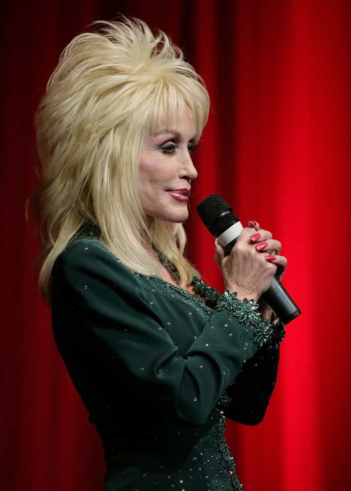 31 quotes that prove Dolly Parton is the one true Queen of the South