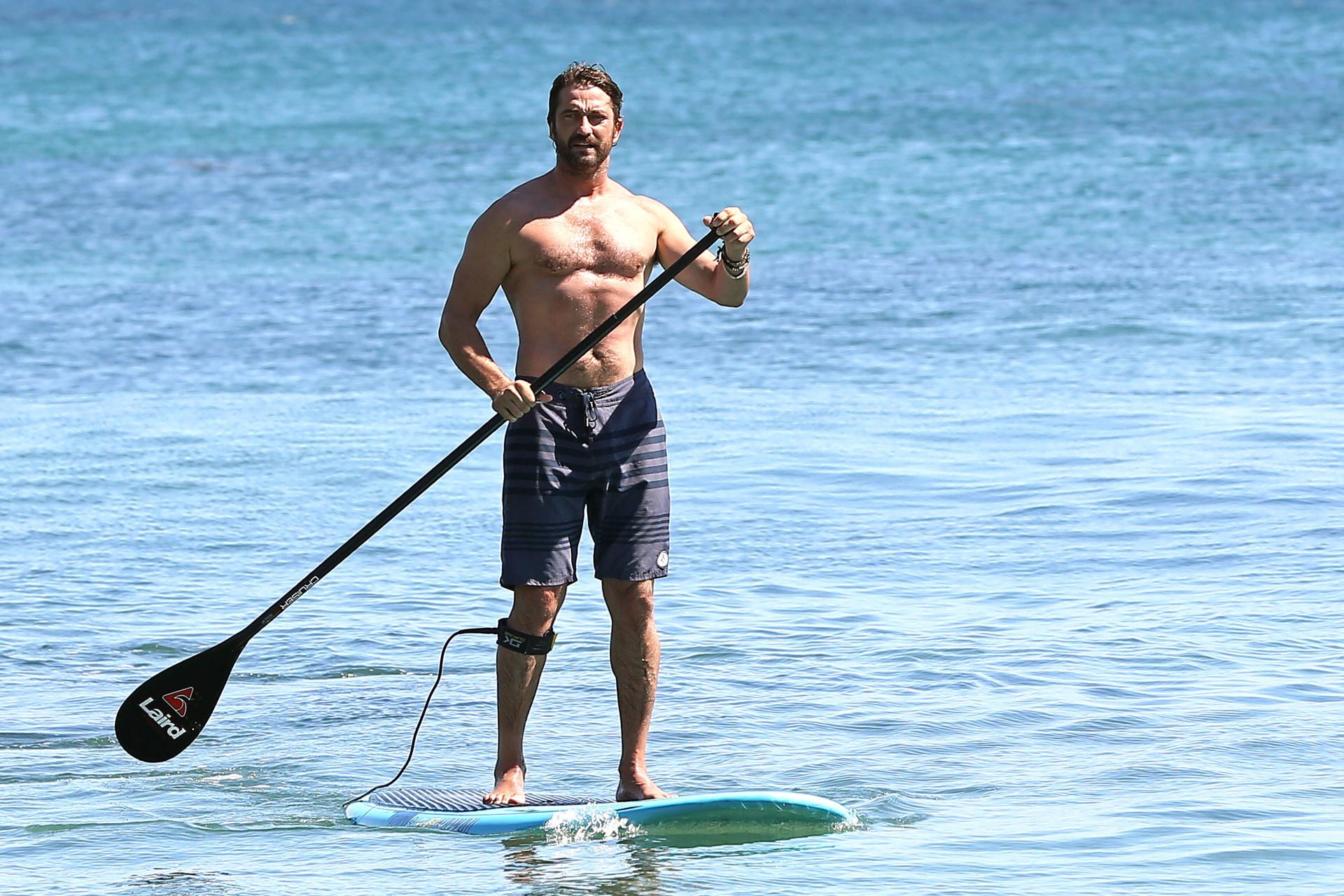 Surfistas: veja os famosos que adoram pegar uma onda!