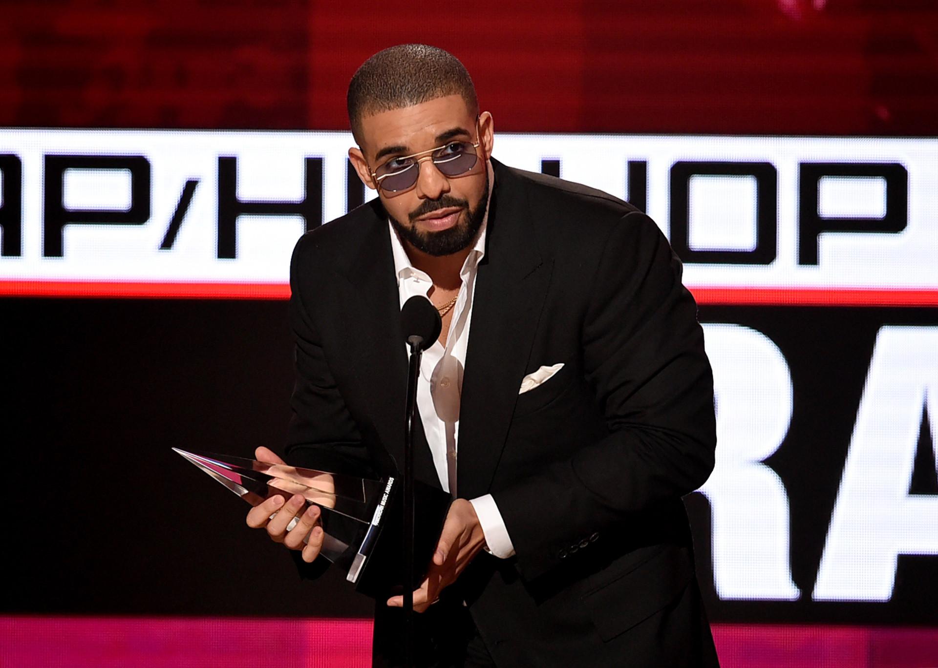 Drake: zijn avontuurtjes en mogelijke romances
