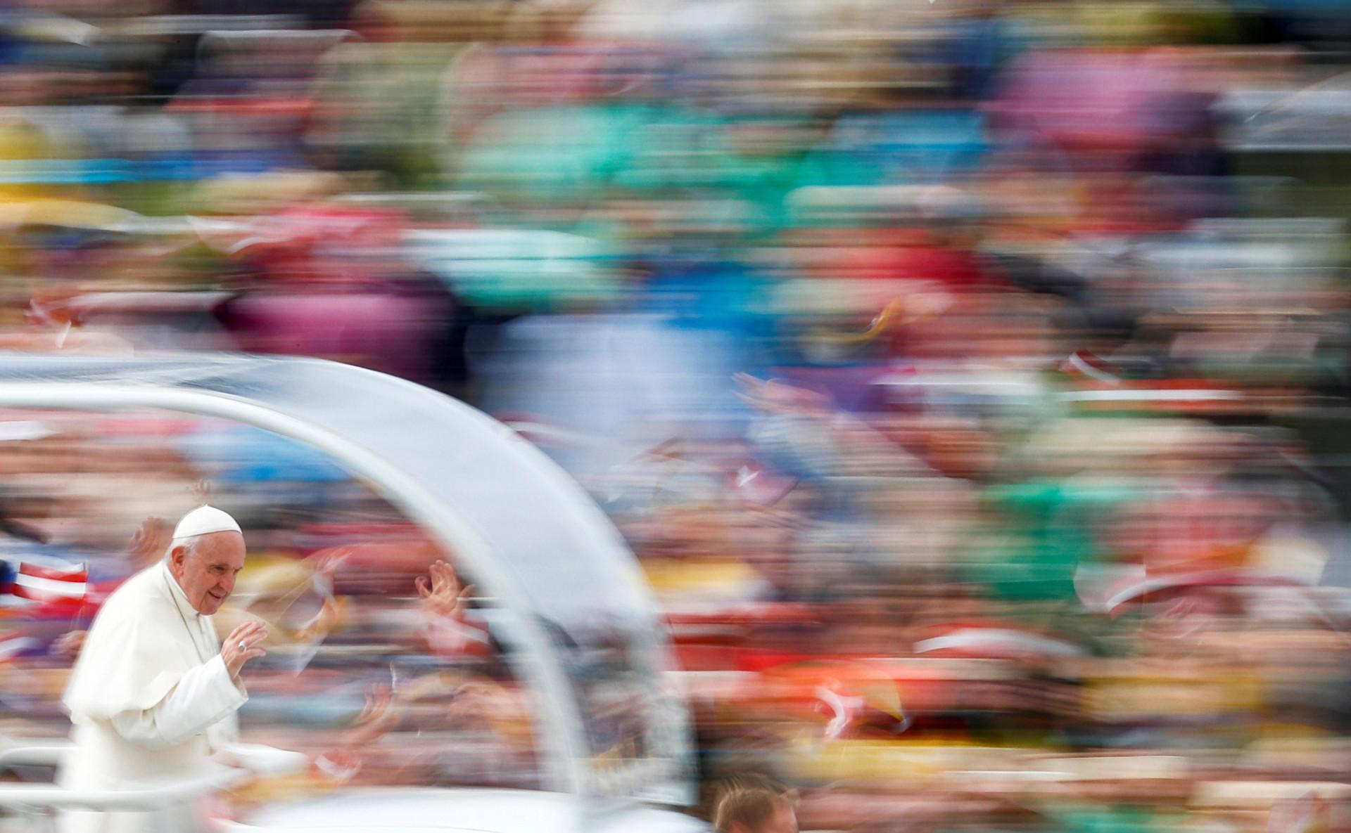 Kuvat rituaaleista, uskonnollisista festivaaleista ja juhlallisuuksista ympäri maailmaa