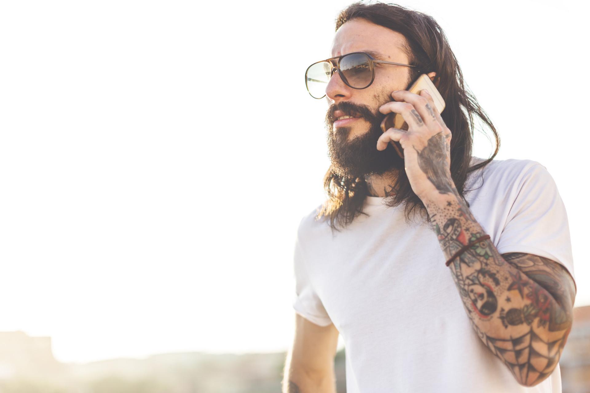 Lataisitko puhelimesi takillasi? Muodin eriskummallinen tulevaisuus