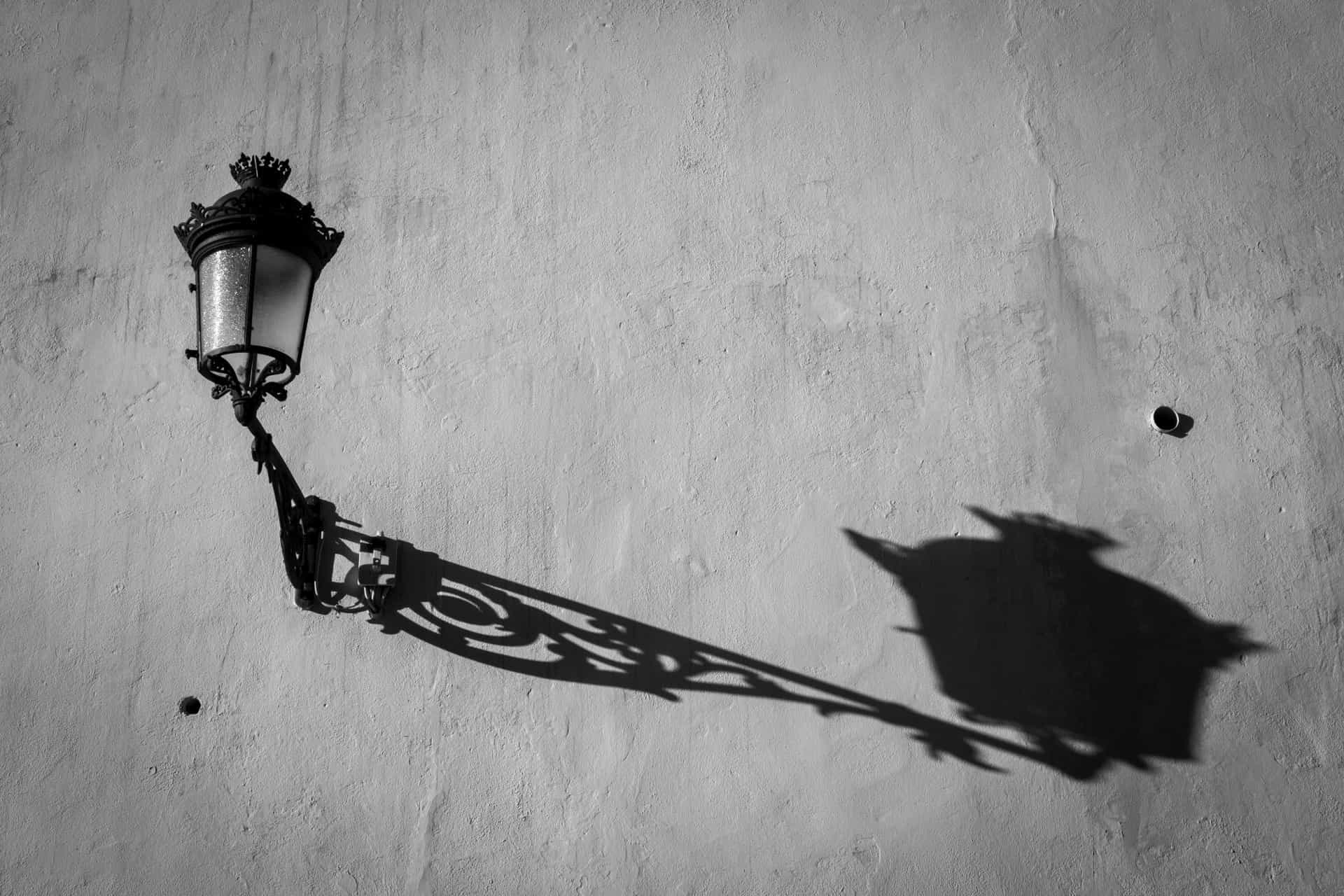Light matters: spectacular shadows in images